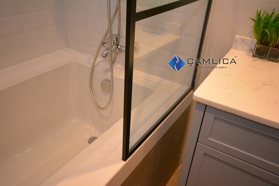 banyolarda çıtalı duş camı