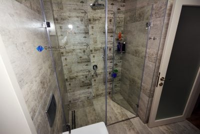 içe açılan duş kapısı